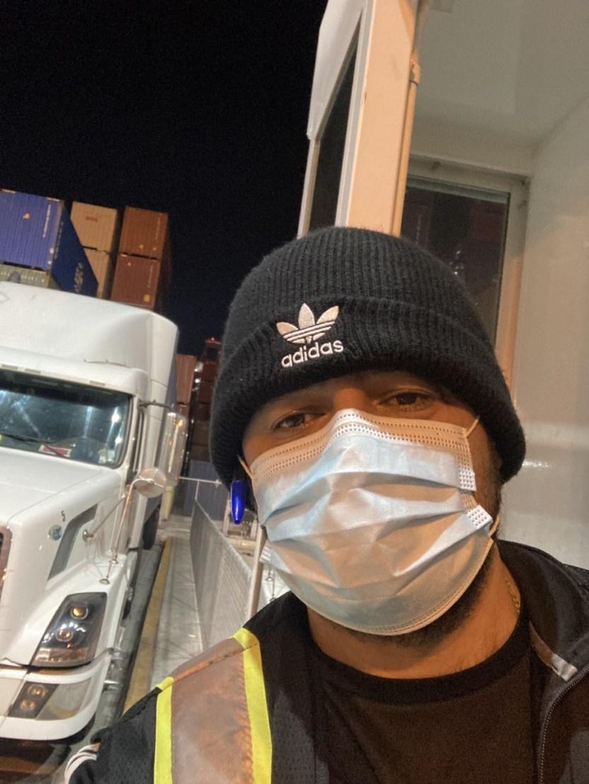 JUAN CARLOS GIRALDO CAMIONERO COLOMBIANO DEL PUERTO DE LOS ANGELES - Camioneros se quejan ante Cal/OSHA y piden seguridad a las autoridades del Puerto de Los Ángeles