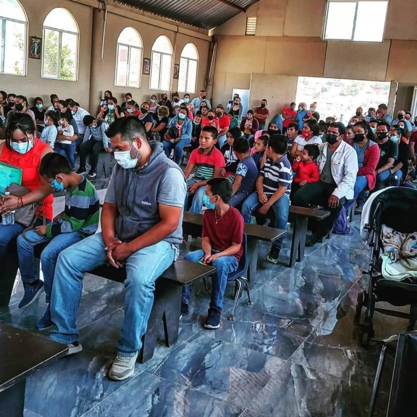 Refugiados - Sacerdotes y organizaciones tienden puente humanitario para salvar vidas
