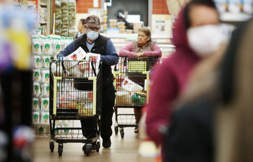 gettyimages 1213550633 1 - 86% de encuestados culpa a la pandemia y 79% al gobierno de Biden de la inflación que está afectando los bolsillos en EE.UU.