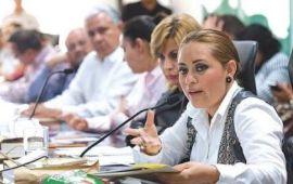 Perla se enfrenta a asociaciones civiles
