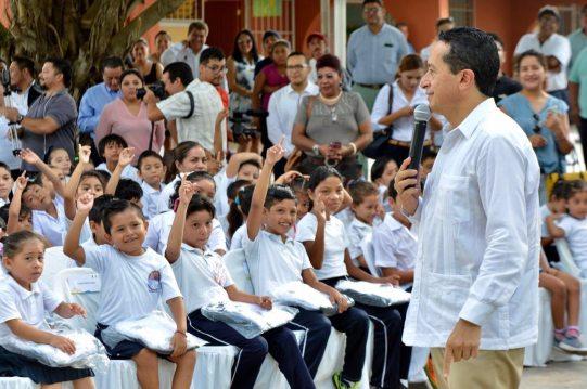 Resalta Gobierno licitación de uniformes escolares; fue transparente y apegada a la ley, asegura
