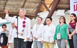 """""""Cuando se porten mal, aquí vamos a hablar"""", advierte AMLO a alcaldes y legisladores"""