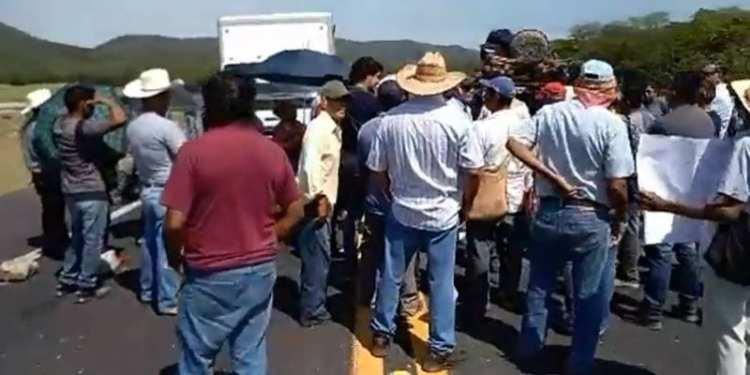 Manifestantes en la Huasteca
