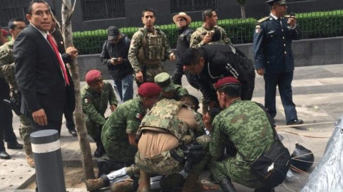 Paracaidista que sufrió accidente durante desfile es reportado como estable