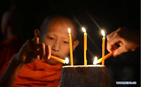 Laotians Celebrate Ok Phansa Festival