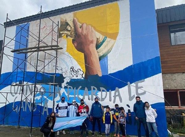 Toma forma el Mural Comunitario en Homenaje a Diego Maradona en la ciudad de Ushuaia