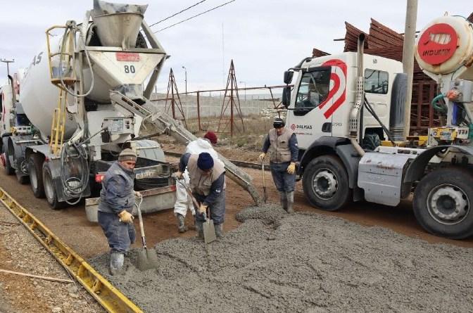 Intenso Plan de Obras: Se pavimenta en Chacra XI y Parque Industrial en simultáneo
