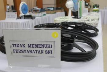 Sobat Konsumen Cerdas Paham Perlindungan Konsumen, gambar ini adalah contih produk yang tidak memenuhi Standar Nasional Indonesia (SNI)