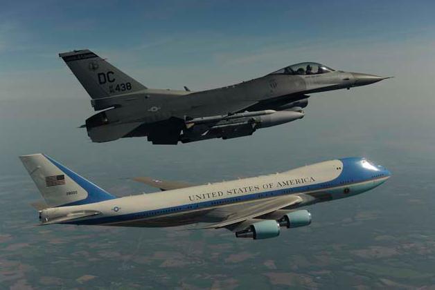 Perbandingan Pesawat Kepresidenan RI-1 dengan Air Force One USA