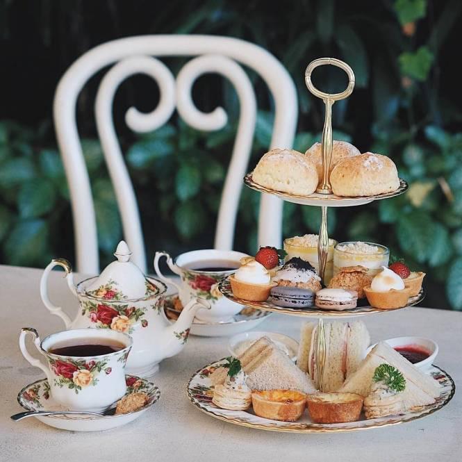 Seperti di Paris, mari menikmati secangkir teh dan dessert di Angelita Tea Salon and Patisserie.