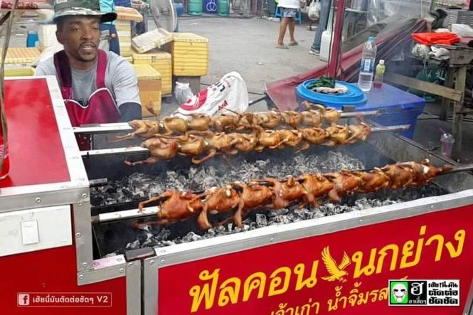 6. Jualan ayam bakar di pasar