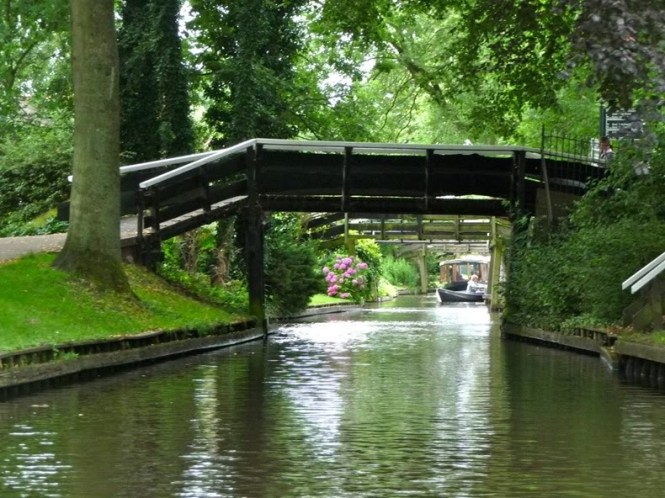 Giethoorn Si Desa tanpa jalan Di Belanda
