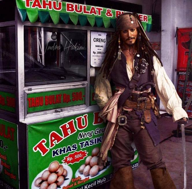Bosen jadi Bajak laut, Jack Sparrow jualan tahu bulat!
