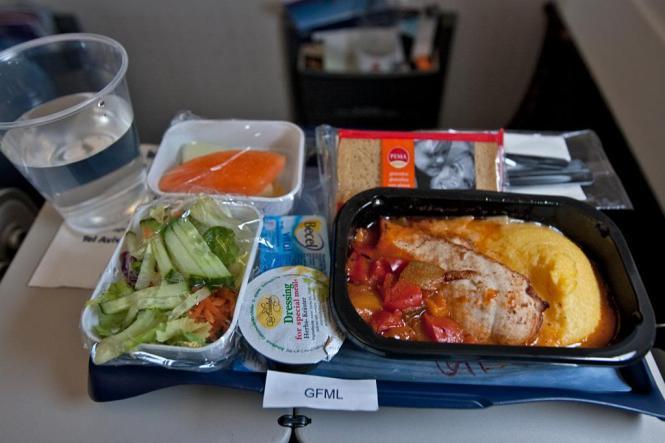 Makanan Spesial Di Pesawat Yang Perlu Kamu Tahu
