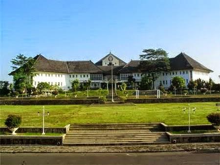 10 Cerita Mistis Dan Horror Universitas Di Indonesia