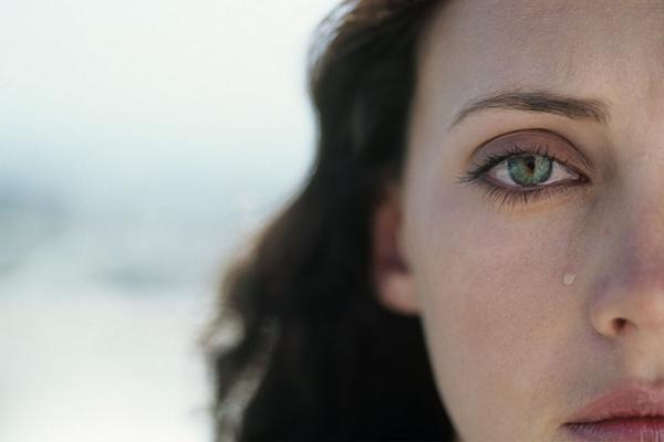 4 Alasan Kenapa Perempuan Lebih Mudah Menangis