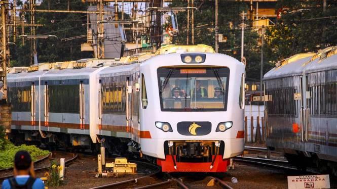 Kereta Bandara Jakarta Soekarno Hatta ini adalah salah satu moda transportasi anti macet untuk pergi ke Bandara Soekarno Hatta dengan naik kereta api.