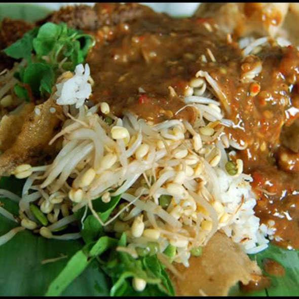Pecel Semanggi, Kuliner Khas Surabaya Yang Mulai Langka