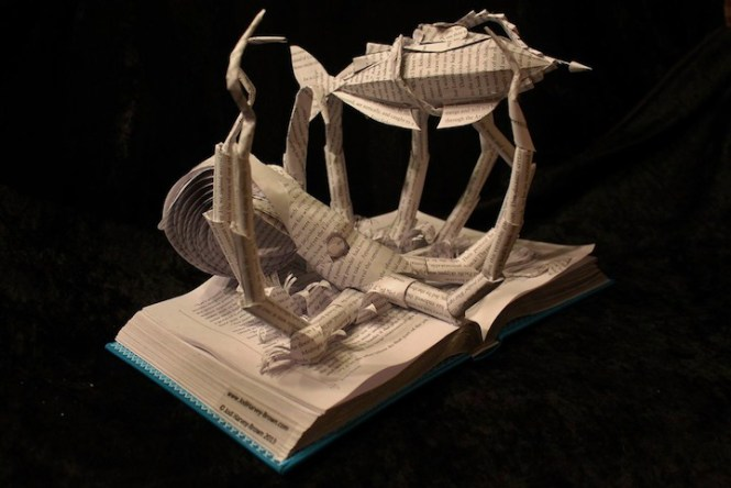 Gila! Buku Yang Disulap Menjadi Karya Seni Keren!