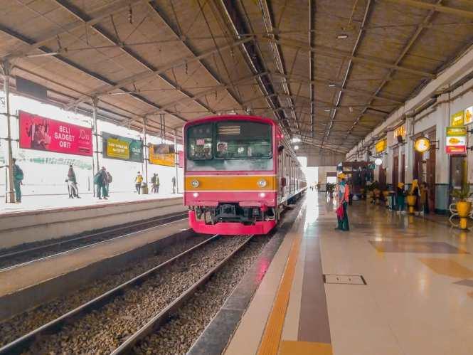 KRL Commuter Line Jakarta Relasi Stasiun Bogor / Stasiun Depok ↔ Stasiun Jatinegara