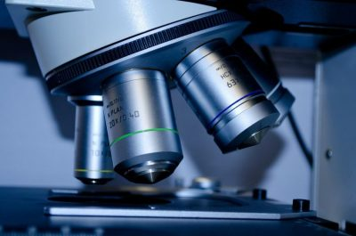 Mikroskop - Ausgangssperre