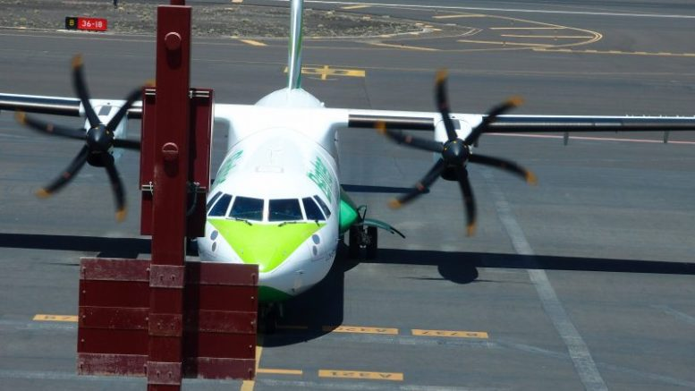 Binter Flugzeug - Oster-Tourismus