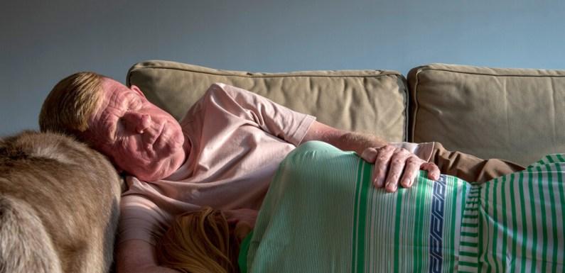 La siesta de un padre y una hija durante el confinamiento y otros retratos ganadores del certamen LensCulture Portrait Awards 2021