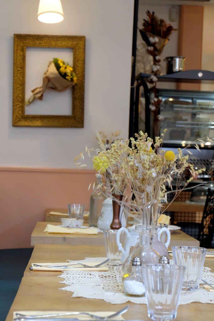 Tables fleuries du Café Brindilles