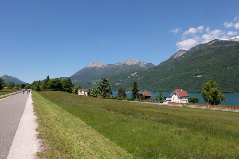 Chemin pédestre autour du Lac d'Annecy