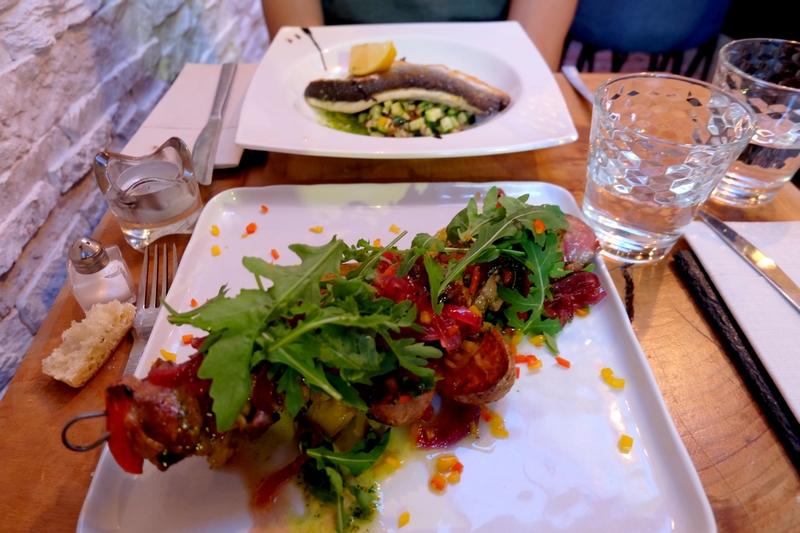 Plat au restaurant Le Poisson rouge à Cassis