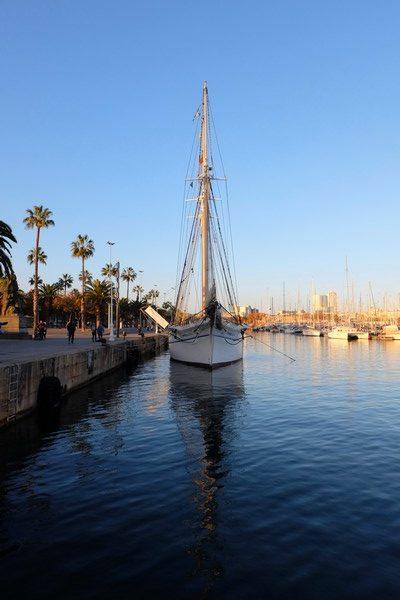 Voilier sur le Port de Barcelone