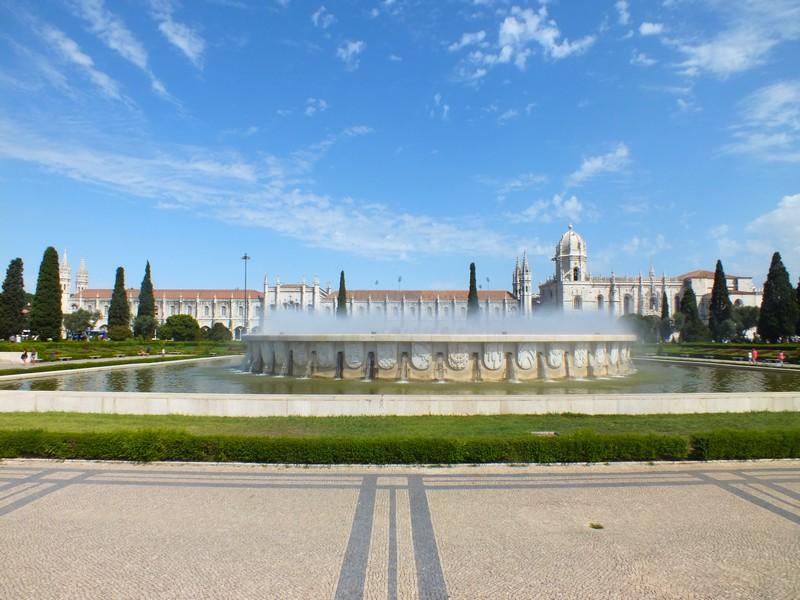 Jardim da Praça do Império à Belém