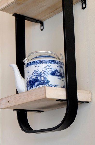 Une tasse aux motifs asiatiques au Deli Bao