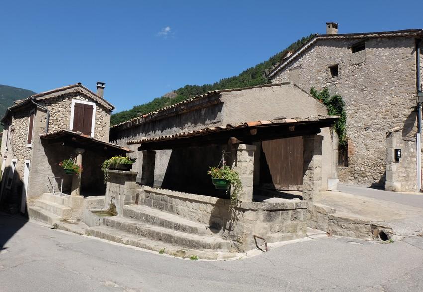 Un lavoir dans le village d'Annot