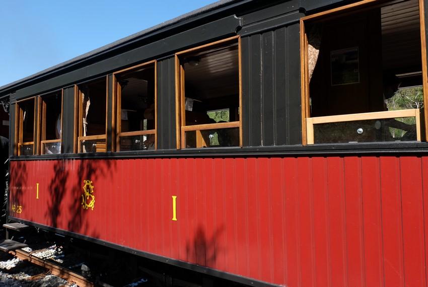 Une voiture du Train des Pignes à Nice