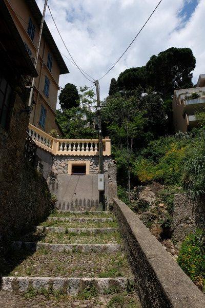 Escaliers pour monter au village de Roquebrune-Cap-Martin