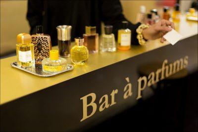 Le superbe Bar à Parfums de Liquides. Parfumerie à Paris