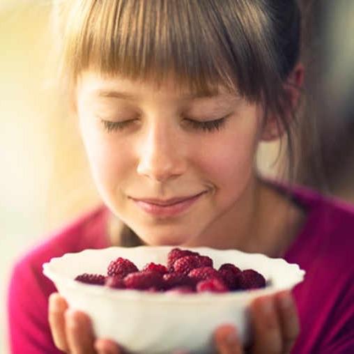Progresser dans le parfum et l'olfaction en sentant la nourriture