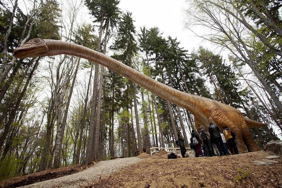 Dino Parc Râșnov și-a dublat suprafața și a reprodus cel mai mare dinozaur descoperit până acum în lume: Seismosaurus