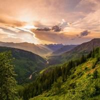 """Sonetoterapie – Adrian Munteanu: """"Se-nalţă bradul"""" (text și interpretarea autorului)"""