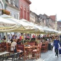 Liber la restaurante!  Primăria Brașov va amplasa un centru de vaccinare mobil la intrarea pe str. Republicii, pe locul fostei porți, pentru a le reaminti brașovenilor și turiștilor care este cea mai sigură cale pentru accesul la viața dinaintea pandemiei