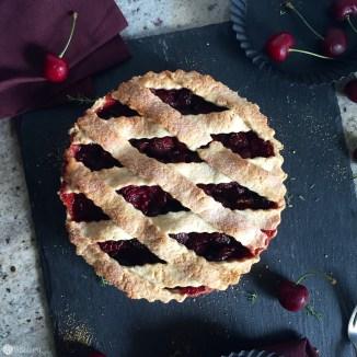 Was sich hinter Gittern verbirgt ist einfach köstlich. Ein dampfender Cherry Pie mit einem Schuss Lillet.