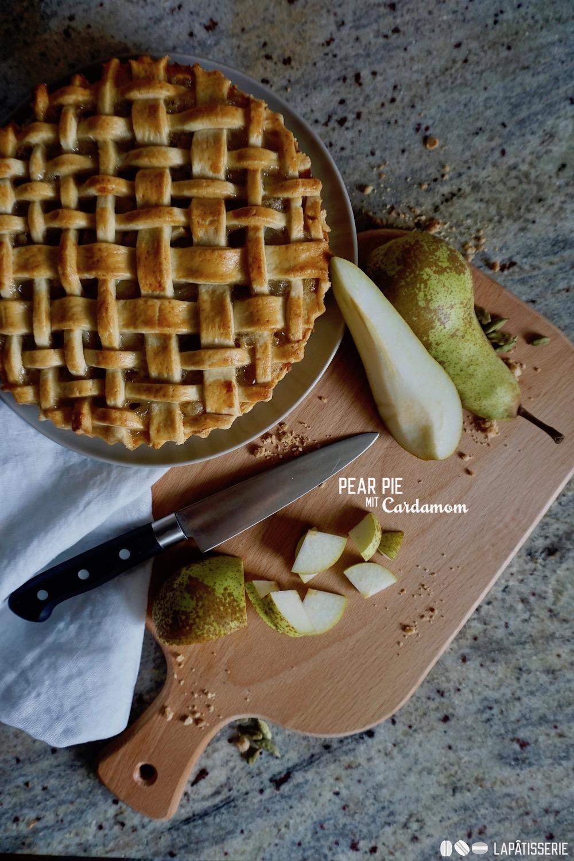 Keine Angst die paar Kalorien vergesst ihr, sobald ihr ein Stück vom Pear Pie hattet.