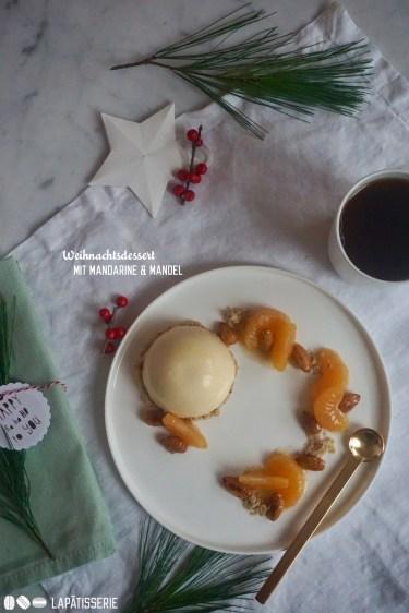 Ein Dessert zu dem perfekten Weihnachtsmenü mit Mandarinen und gebrannten Mandeln.