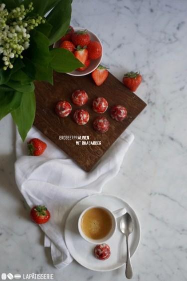 Die besten Pralinen mit Erdbeere und Rhabarber für die beste Mama, die es gibt. Perfekt für Muttertag.
