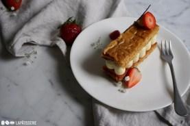 Millefeuille Fraise-Vanille ist eine Kombination aus fruchtigen Berliner Erdbeeren und feiner Vanillecreme.
