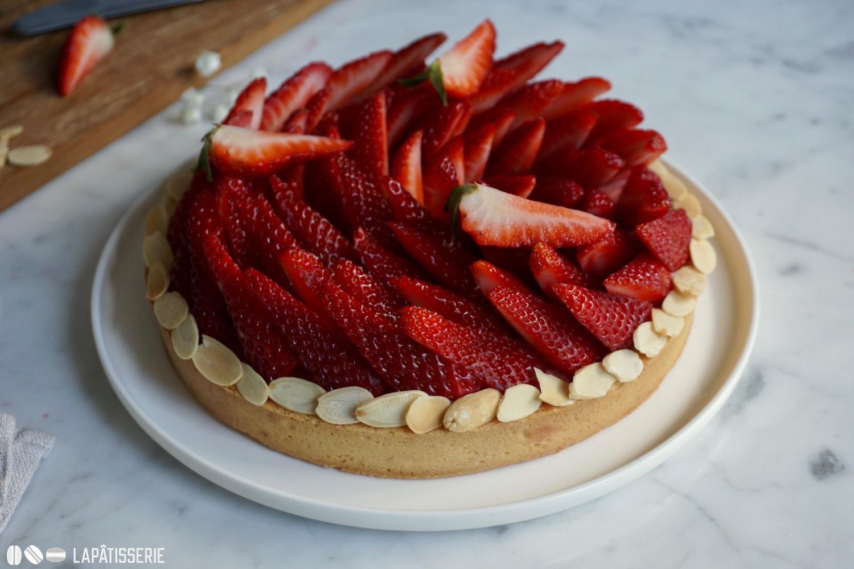 Einfache Tarte, kunstvoll gelegt. Einfach genial: Tarte aux fraises. Die Erdbeersaison kann kommen.