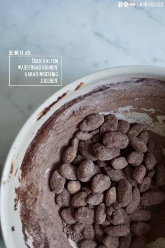 Schritt #5: Schokolierte Mandeln in Puderzucker-Kakao-Mischung wälzen.