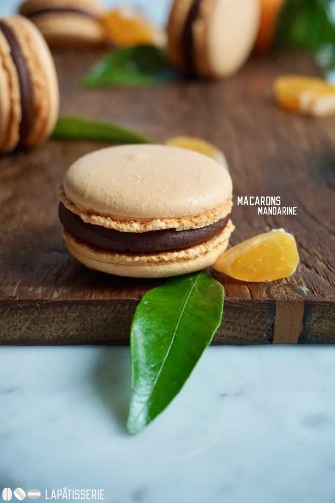 Macarons mit Mandarine und dunkler Schokolade. So farbenfroh kann der Winter sein.