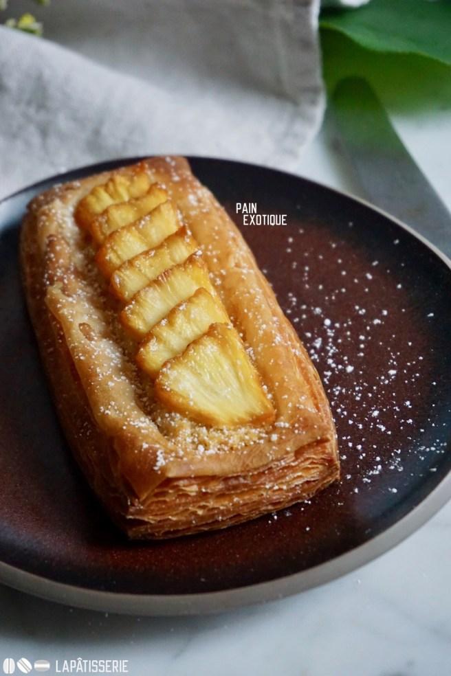 Feinster Croissantteig mit exotischer Füllung aus Kokos und Ananas.